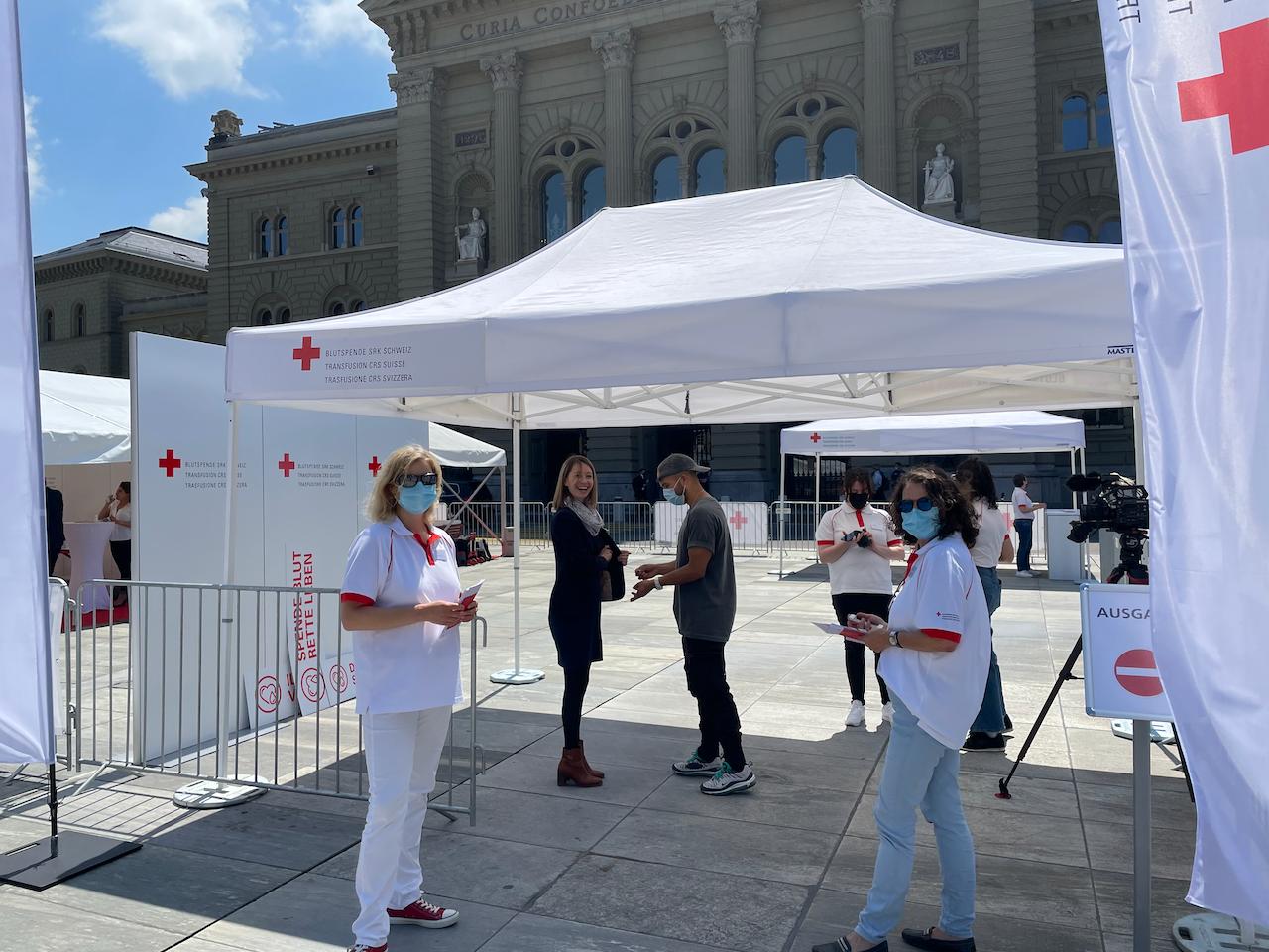 Arcinfo: Don du sang en Suisse: des élus neuchâtelois s'engagent pour les homosexuels